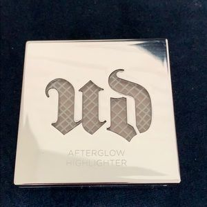Urban Decay Afterglow Powder Highlighter
